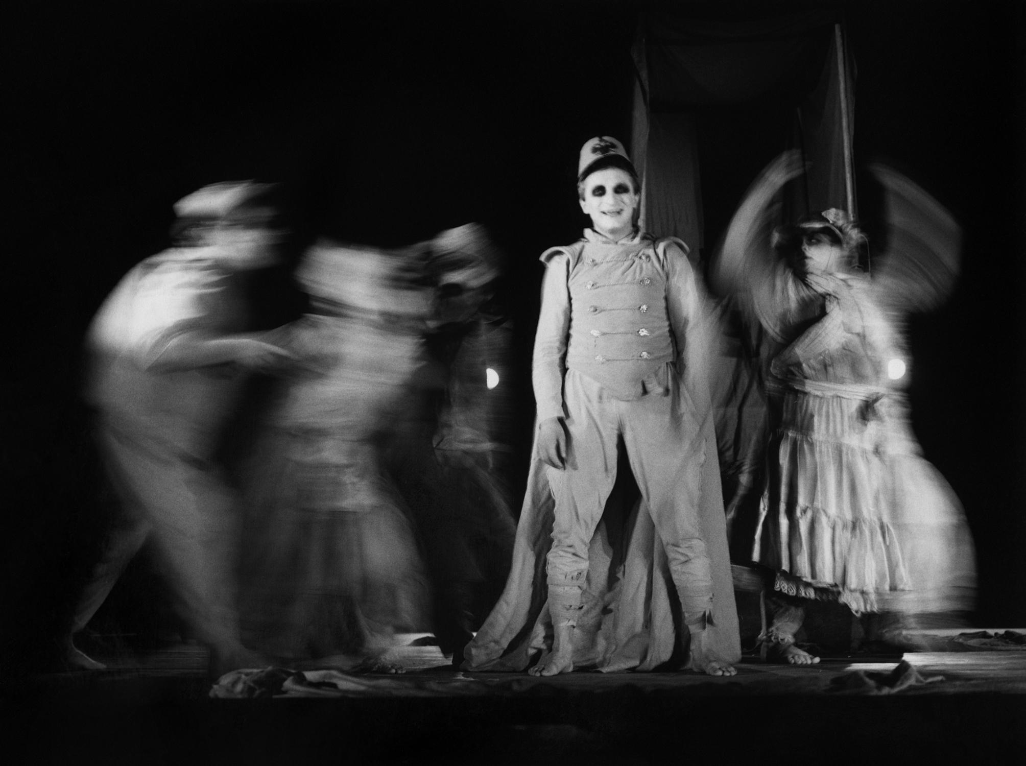 Od roku 1975 pracovalo Z-divadlo pod režijným vedením Jozefa Bednárika, ktorý ho priviedol na špičku amatérskej divadelnej scény na Slovensku. S inscenáciou Guľôčka vystúpil súbor na festivale v Monaku v roku 1985. (Zdroj: Filip Lašut)